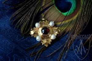 Brooch Megi with garnet 1420-1520