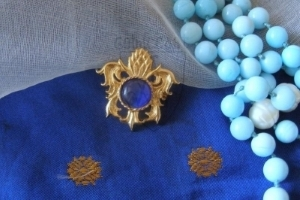 """Pineapple"" brooch with blue glass cabochon XV c."