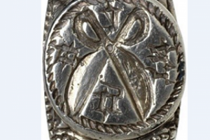 Medieval ring with three grooves