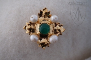Megi brooch with green onyx front