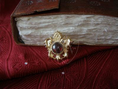 """Pineapple"" brooch with garnet XV c."