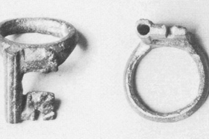 Medieval ring with key