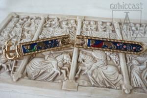Baden-Baden girdle on  marble