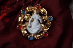 France medallion with lady, late 14th century