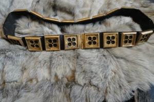 Hugues_de_Chatelus_knight_belt_above_brass