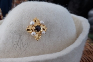 Brooch Megi with garnet on the hat - close view