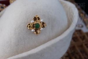 Megi brooch with green onyx on hat 2