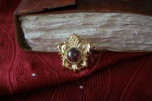 """Pineapple"" brooch with garnet XV c."